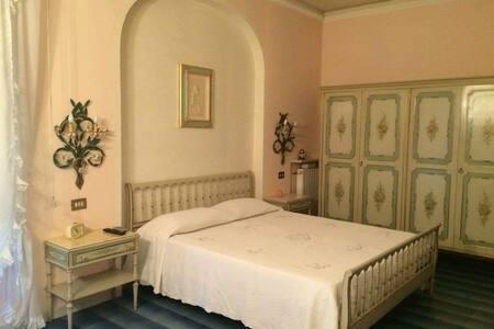 B&B Dai Nonni ~ Camera Nonni - Comacchio - 家庭式旅館