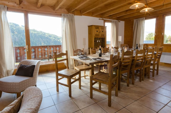 Beautiful chalet, hot tub, close to lifts up to 15