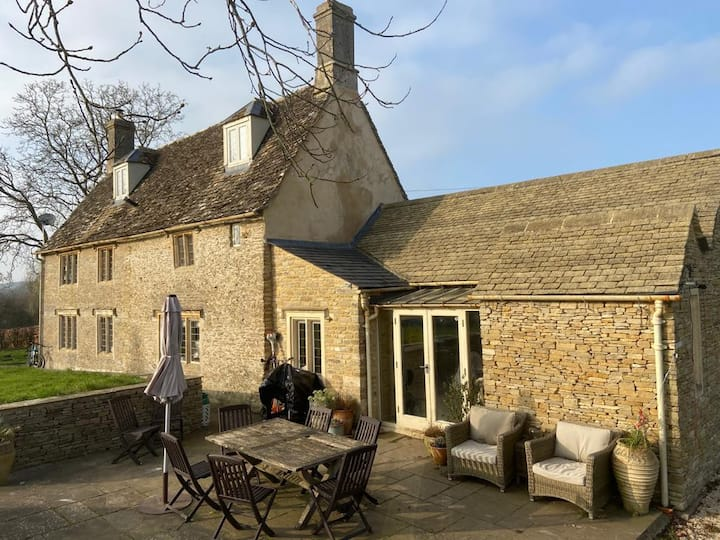 Stunning Cotswold Family Home with shared pool