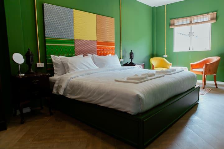 (NEW OPEN) Vintage Suite Room near Bangsaen Beach