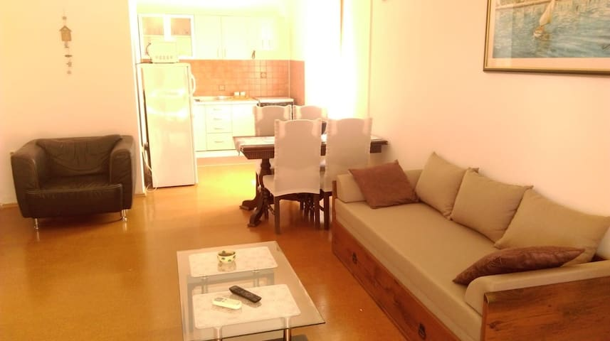 Studio apartment 2min  from the sea and center.
