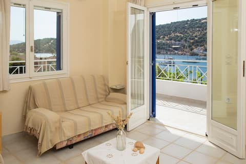 Steps from Sea with great view cozy apt.