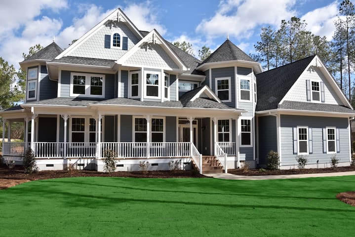 Beautiful Victorian Home on golf course with pool - Aiken - House