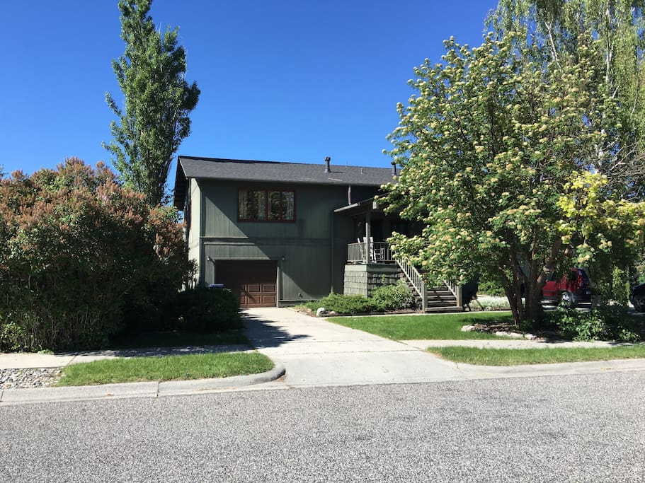 Entire home in quiet neighborhood near downtown apartments for rent in bozeman montana for One bedroom apartments in bozeman mt