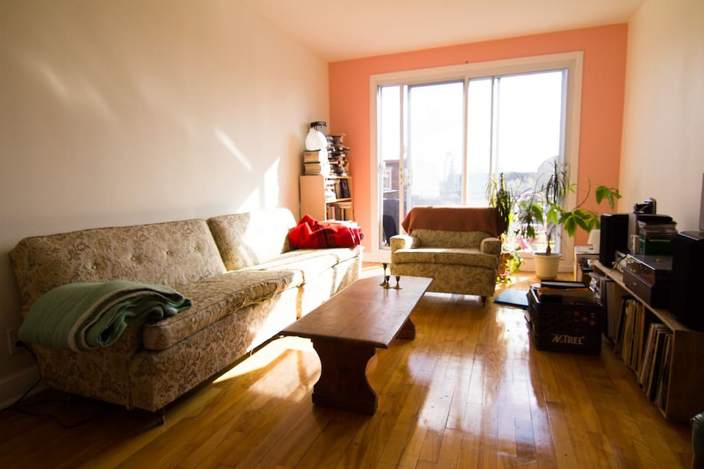 Sunny living room with record player!