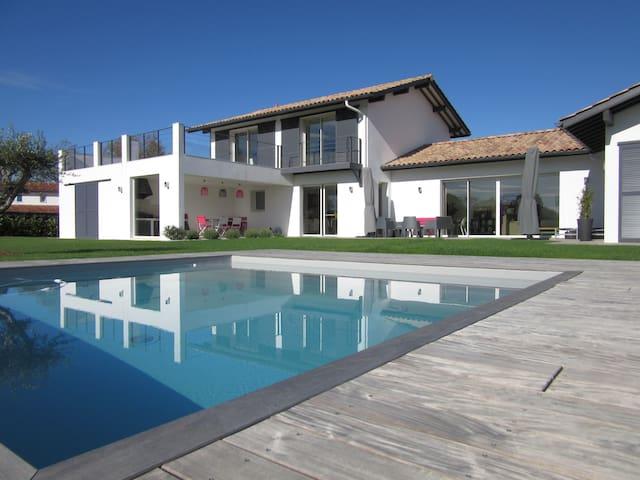 Villa d'Archi neuve, 10 pers, piscine, pétanque - Biarritz - Villa