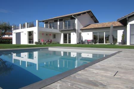 Villa d'Archi neuve, 10 pers, piscine, pétanque - เบียริกซ์ - วิลล่า