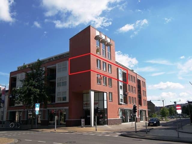 Midden in CENTRUM ruim appartement - Apeldoorn - Byt