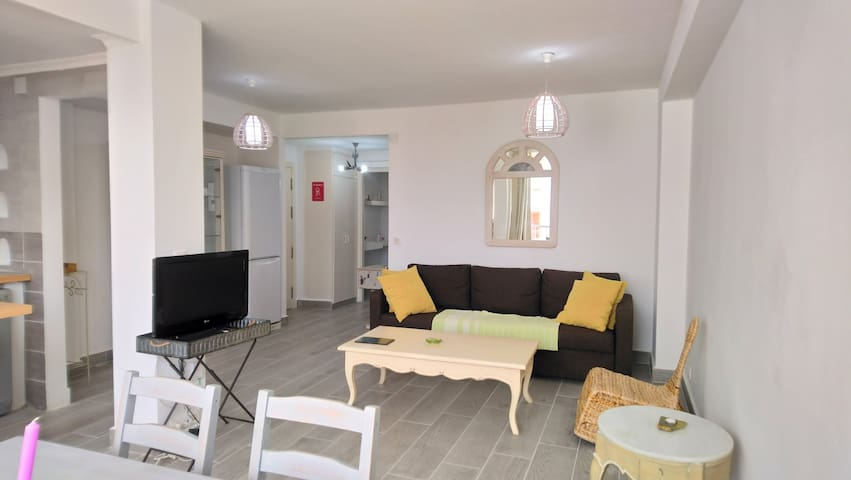 Lovely apartment in Altea with pool and tennis.