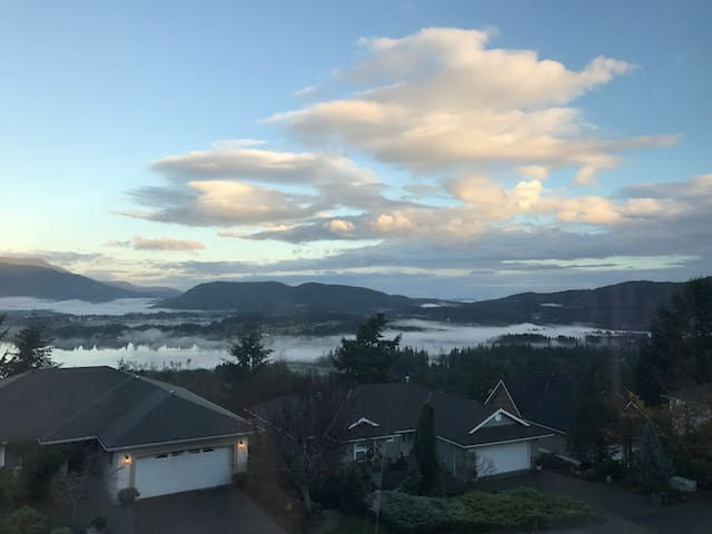 Great Mountain and Lake view house - North Cowichan - Rumah