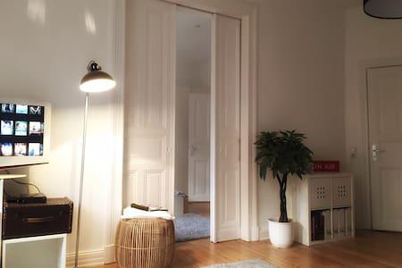 90 qm Altbau-Wohnung zum Wohlfühlen - Kiel - Leilighet