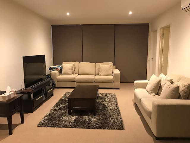 Clean top apartment only 15 minutes to Melb CBD - Murrumbeena - Lägenhet