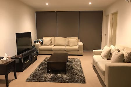 Clean top apartment only 15 minutes to Melb CBD - Murrumbeena