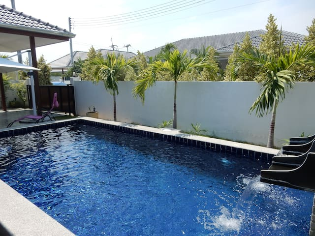 New, well-kept and clean pool villa in Hua Hin