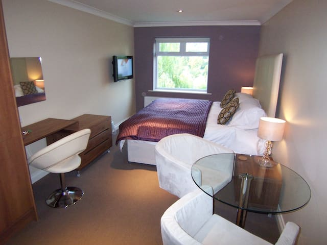 Modern Suite 10 with shower-room & kitchenette - Bakewell - Bed & Breakfast