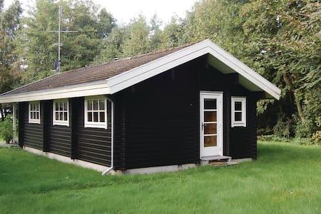 Et RIGTIGT sommerhus :o) - Væggerløse - Blockhütte