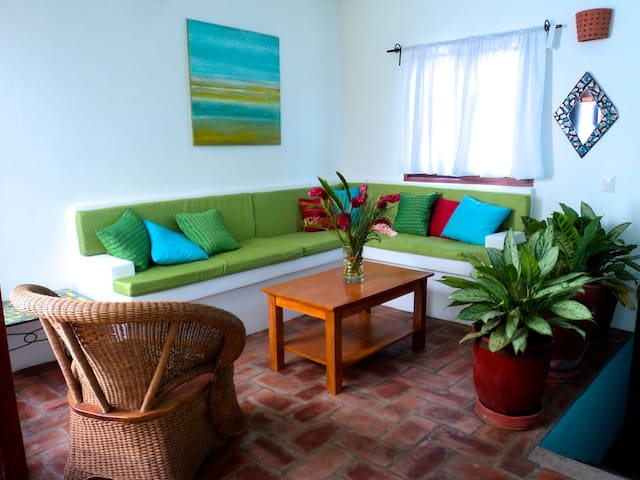 Lovely 2 bedroom home in central Granada - Granada - House