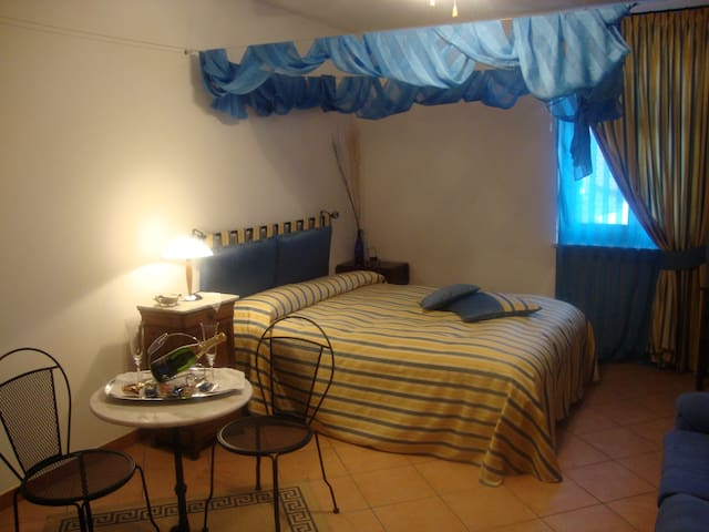 """Al calar della sera"" B&B - Suite Rooms - Sommariva del Bosco - Bed & Breakfast"
