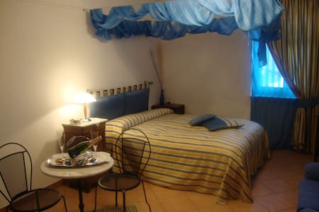 """Al calar della sera"" B&B - Suite Rooms - Bed & Breakfast"