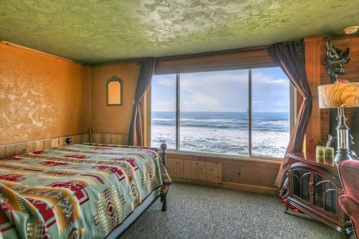 Unobstructed Fabulous Panoramic Ocean View