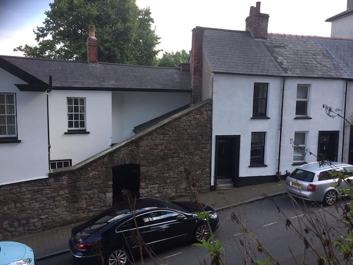 Newport City centre renovated 2 bedroom cottage.