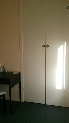 Only girls, Close to cafe street, 10min to Mel CBD - Seddon - Wohnung