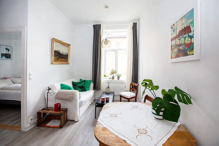 Nice flat 5 min from airport bus stop+FREE PARKING