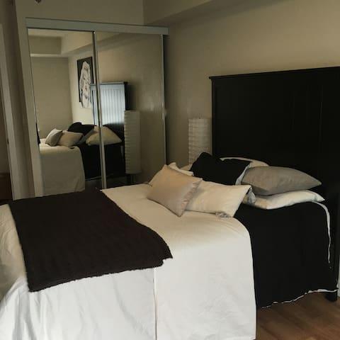 Beautiful Room Beside Fairview mall - Toronto - Apto. en complejo residencial
