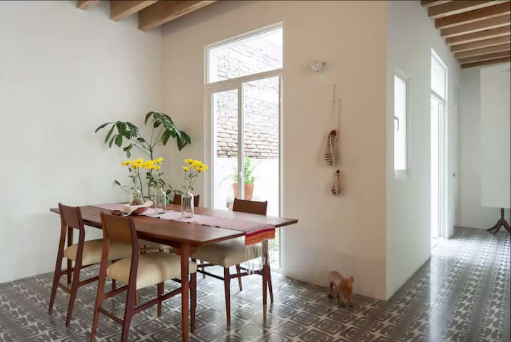 Stay in this Cozy Patio Apartment, Roma Oasis