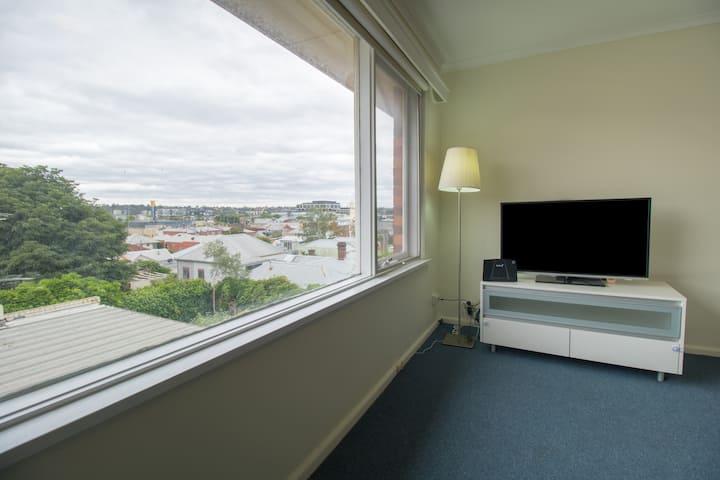 Cozy apartment close to MCG and CBD.