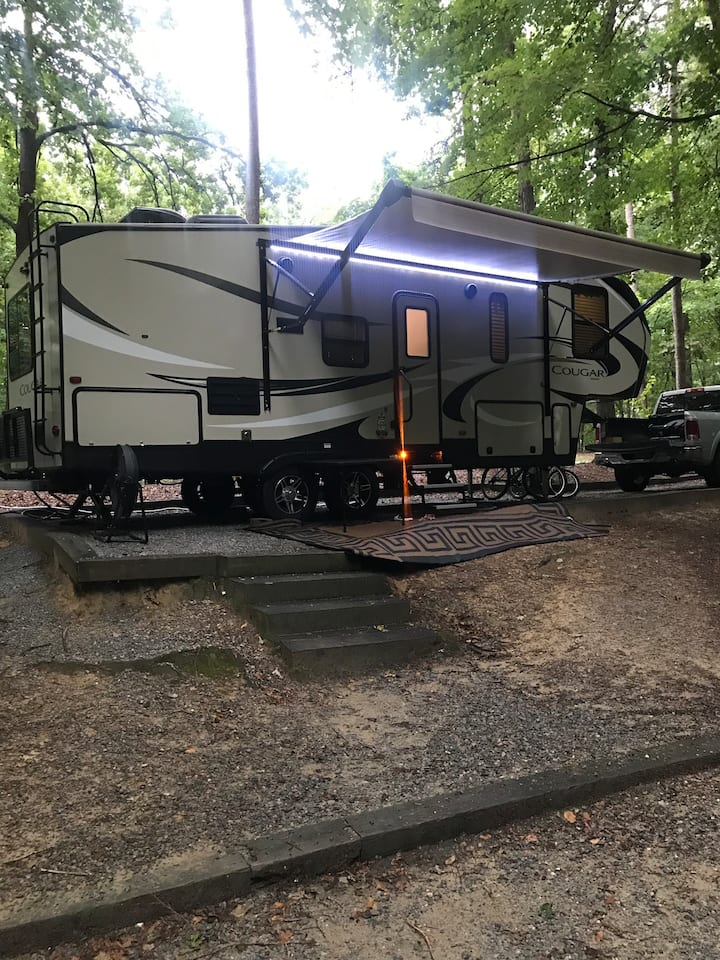 """Lil"" Cougar Half Ton Rated 5th Wheel Camper!"