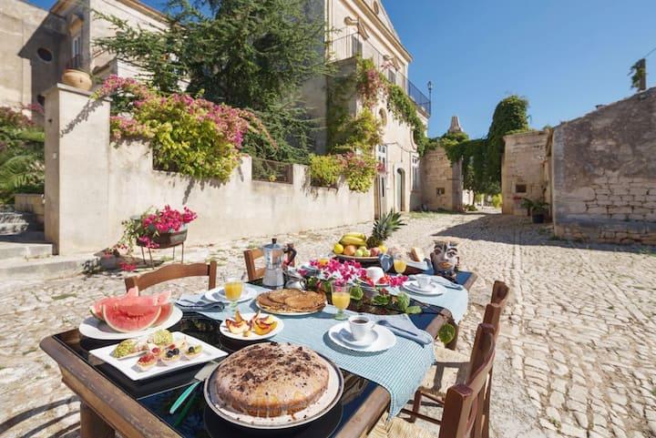 Villa Sicilia (food & wine) near the sea
