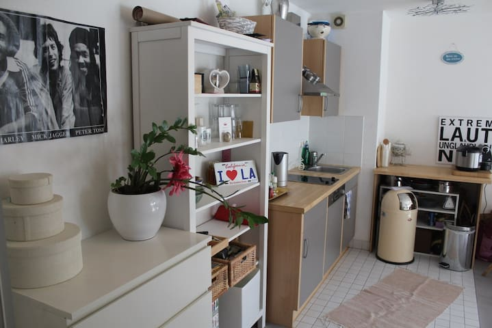 Apartment + Balcony in Central Berlin - Berlin - Appartement