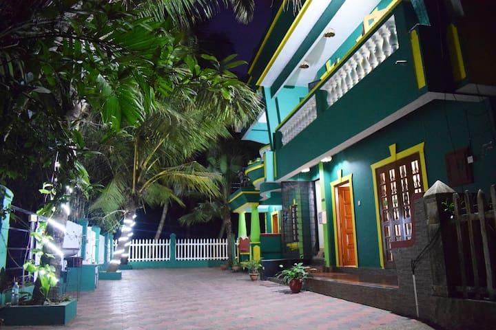 Villa with beautiful terrace ,Goan cook &  a Cycle