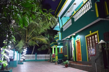 Villa with beautiful terrace ,Goan cook &  a Cycle