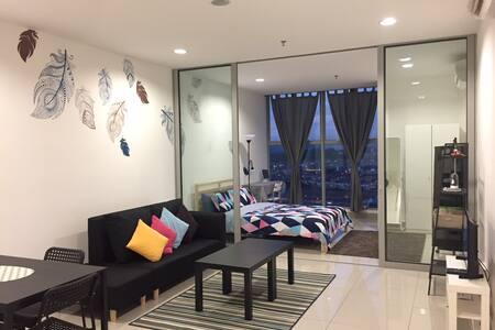 Bright+Comfy Home明亮舒适@SeriKembangan•WIFI•AstroNJOI