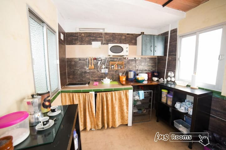 Hospedaje Lisboa Algeciras P/CA/00214 & A/CA/00232 - Studio Doble twin cocina .. Baño privado - Larga Estancia