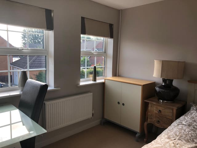 Ensuite room in executive home with free parking