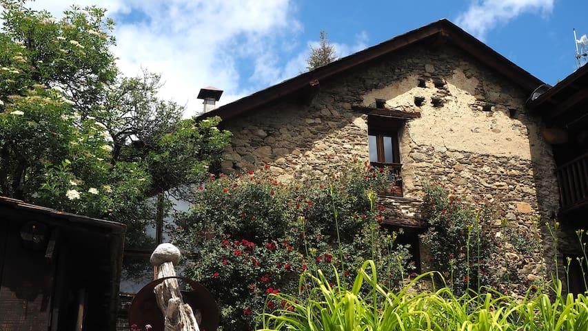 Apt. Casa Manyà ( SON - ESTERRI D'ÀNEU - LLEIDA )