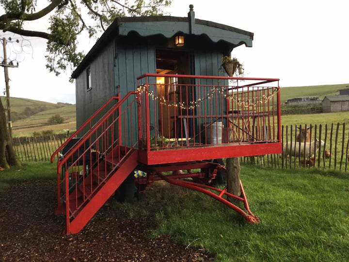 Rural Romantic Shepherds Hut Peak District