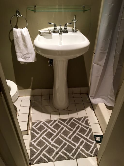 Pedestal sink in bathroom