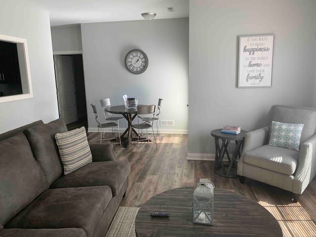 Rest + Relax. 2 BR Flat in Bowling Green