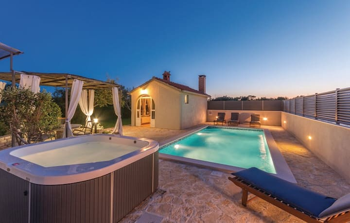 Holiday House Ana with pool, Zadar