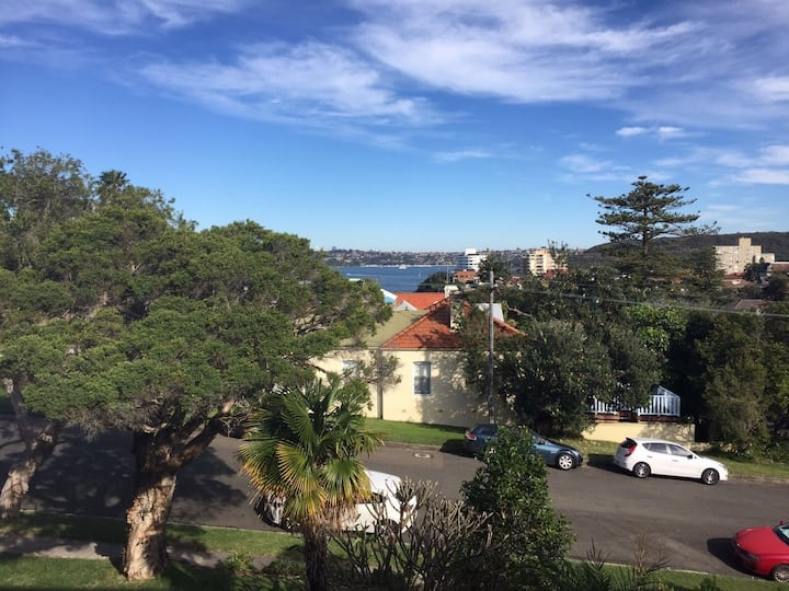 A stones throw from Manly beach!