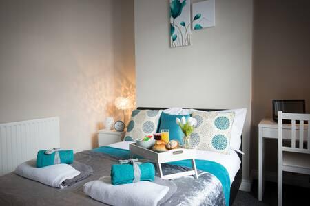 Aske House 4 Bedroom House Middlesbrough Sleeps 8