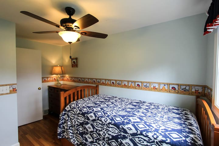 Bedroom 3- twin trundle