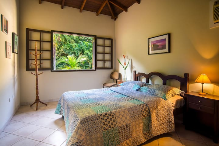 Comfy Room 500mt from Beach Overlooking Forest