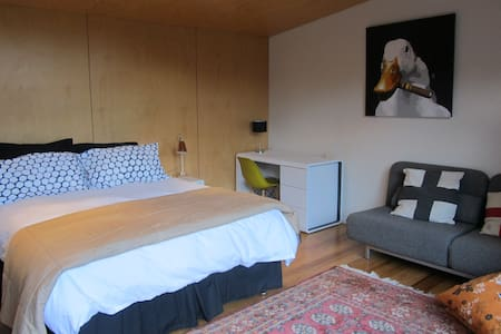 Private, sunny, contemporary studio - Nelson - Bed & Breakfast