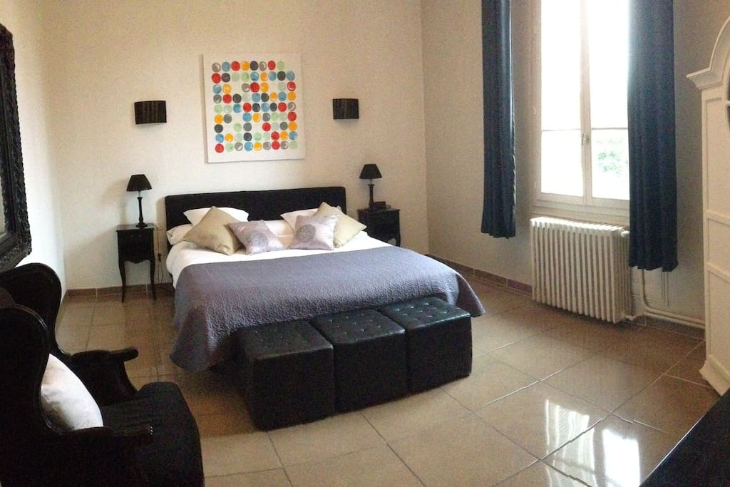 Suite de 60 m avec salon s par chambres d 39 h tes for Chambre d hote salon de provence