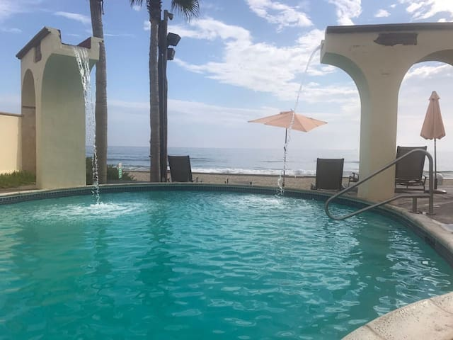 Beautiful beachfront home near Rosarito and Valle